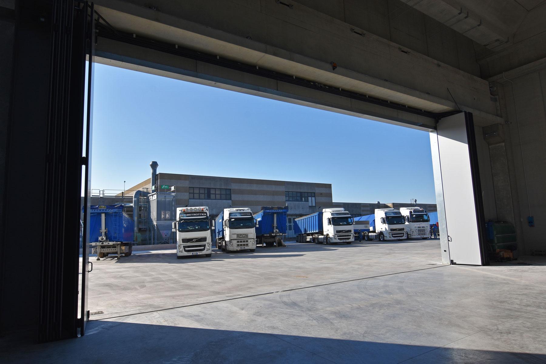 Area di parcheggio e manovra del Deposito D.L.G. s.r.l.
