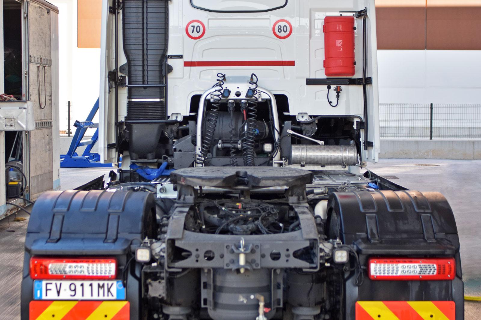 Restro Cabina Camion Volvo D.L.G. s.r.l.